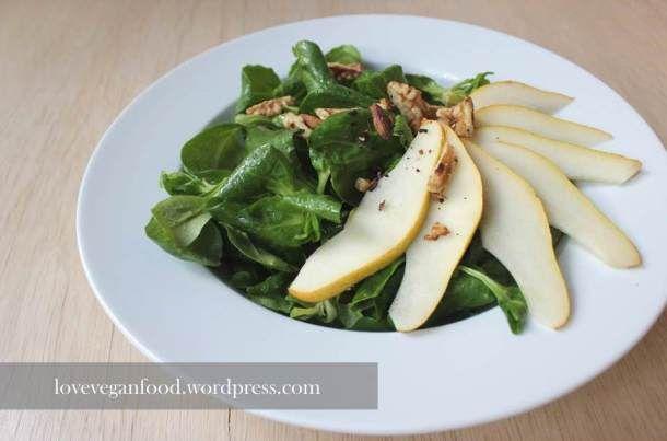 Feldsalat mit Williams-Birne und süßem Senfdressing