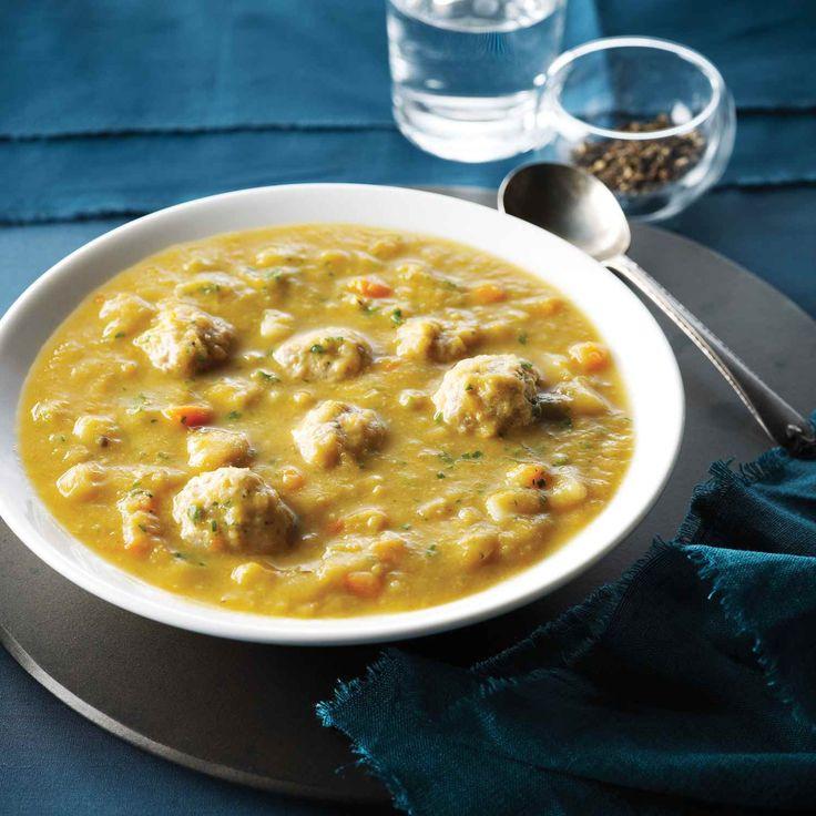 On utilise des boulettes de poulet haché pour cette soupe aux pois verts au lieu des viandes transformées salées comme le bacon ou le jambon.  | Le Poulet du Québec