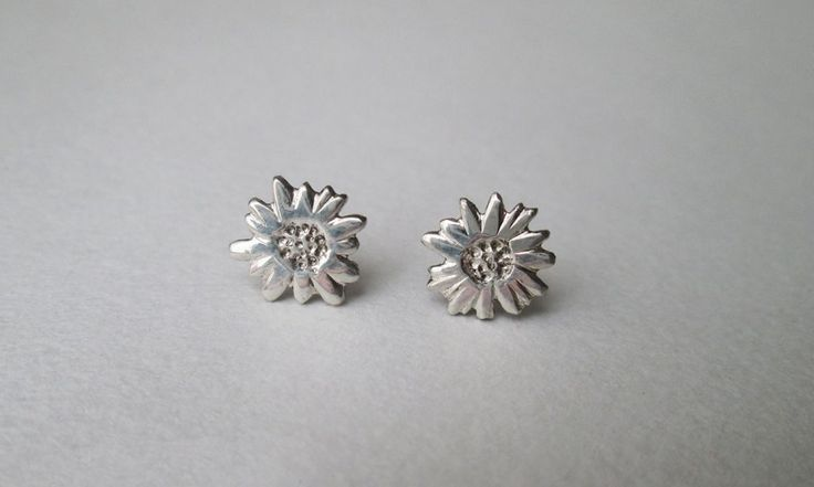 Diasy studs #earrings #silver #handmade #floral #summer