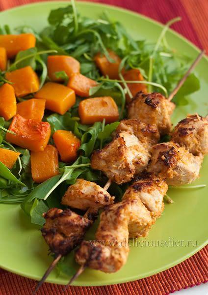 Куриные шашлычки из духовки и салат с тыквой