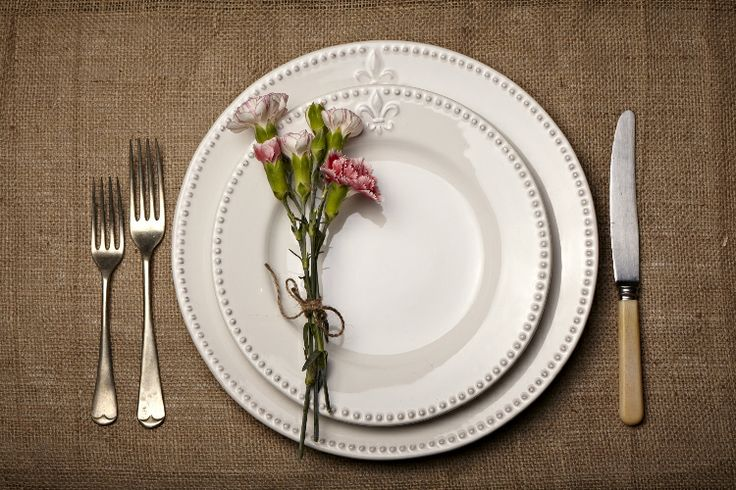 Simple Table Setting by Four Leaf Styling