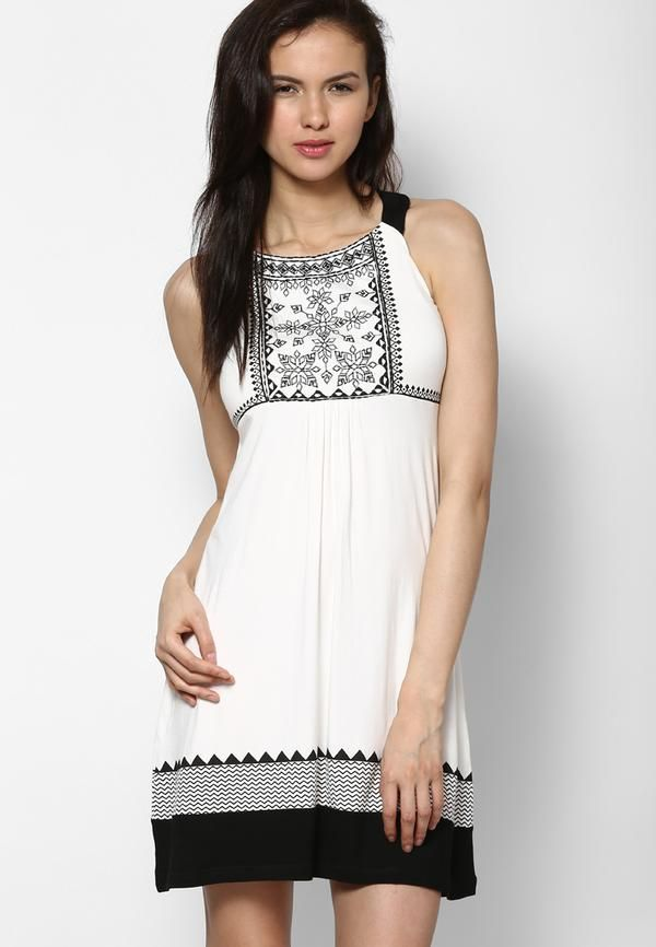 Unleash your divalicious side wearing this gorgeous white coloured shift dress with an ethnic touch! - cooliyo.com