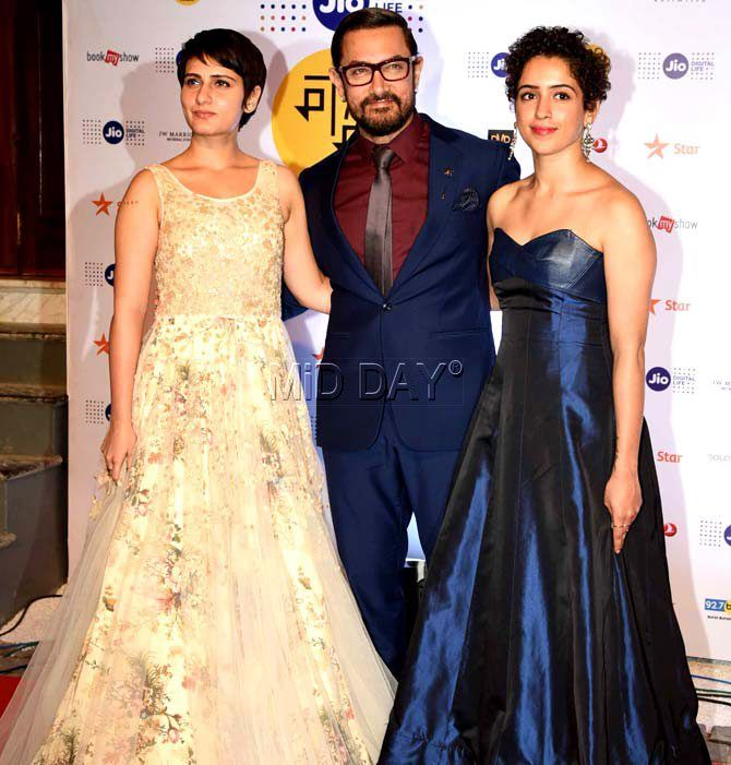 Aamir Khan with 'Dangal' actresses Fatima Sana Shaikh and Sanya Malhotra at Jio MAMI 18th Mumbai Film Festival. #Bollywood #Fashion #Style #Beauty #Hot #Sexy