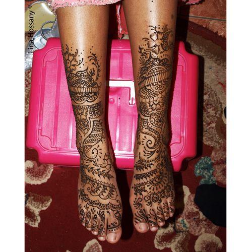tatouage au henn sur les pieds d 39 une mari e henna mendhi pinterest. Black Bedroom Furniture Sets. Home Design Ideas