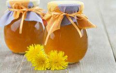 pampeliškový med bez vaření, 1litr pampelišky květ, 500g cukru, 2dcl vody. Cukr a květ do uzavíratelné nádoby na 2 dny na okno se sluncem, 3 den přidat vodu a přes plátno přecedíme a dáme do chladničky.