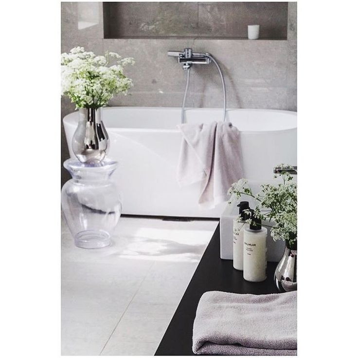 Summer rain is a perfect excuse for a warm bath or relaxing shower with elegant aromatherapeutic scents. Beautiful bathroom with Balmuir Organic & Natural Cosmetics and Lugano Supima cotton towels by @coffeetablediary #balmuir #supima #towel #naturalcosmetics #homespa