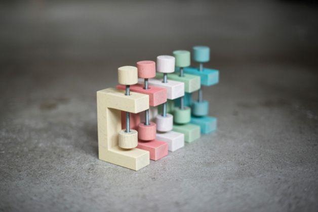 Bücherregale - Eine Schraubzwinge Fix für DIY Regal - ein Designerstück von ekomia bei DaWanda