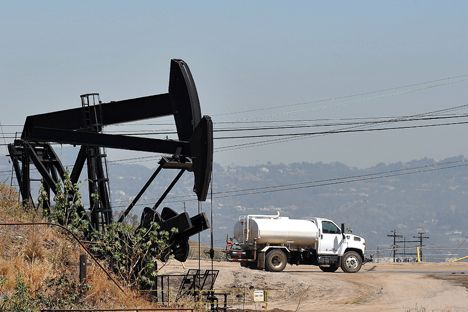 The price of Brent oil has tumbled to $92.2 a barrel, placing the Russian federal budget in jeopardy. Russian analysts believe that the decrease in oil prices is related to demonstrations in Hong Kong, the strengthening of the dollar, as well as the drastic growth in oil production in the OPEC countries and the U.S.