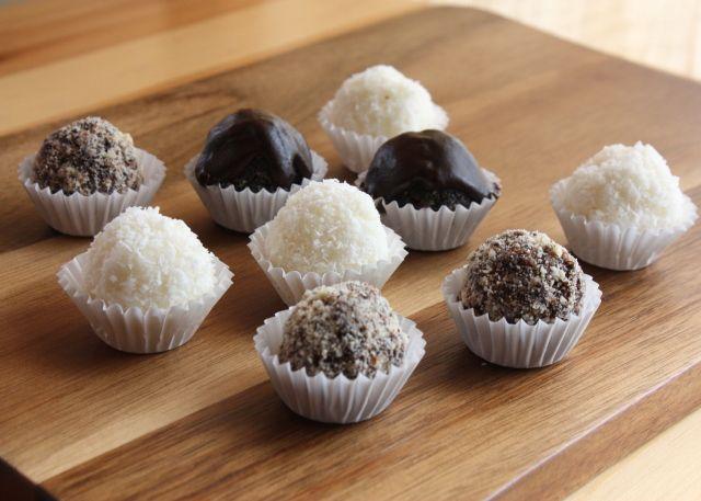 Recepty s fotopostupmi na RAW guličky, bez múky, cukru a pečenia. Mojím favoritom sú jednoznačne makové.