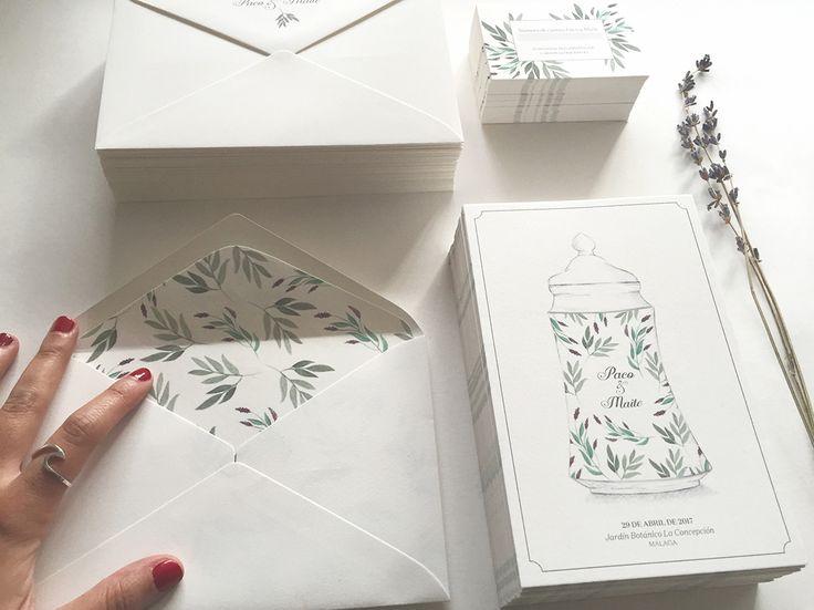 Invitaciones para la boda de los farmaceúticos Paco y Maite, realizadas con ilustraciones de plantas y en  en albarelos de cerámica. La organización integral de la boda corrió a cargo de Sí!Quiero.   #invitaciones #invitacionesdeboda #weddingstationery #weddingcard #savethedate  #bodabotanica #bodafarmacia #bodas2017 #tendenciasdeboda