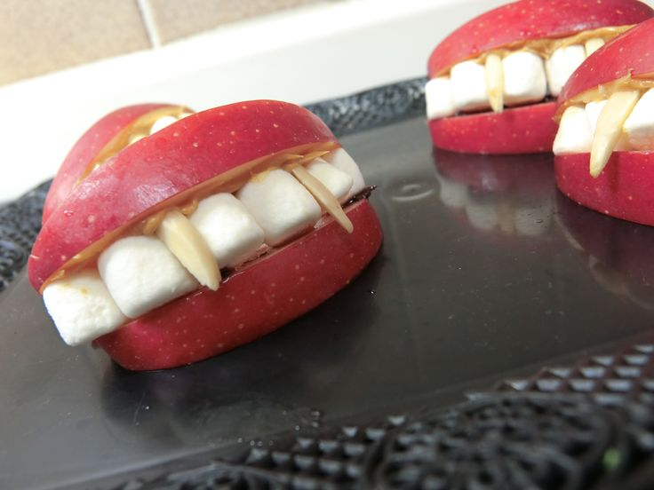vampire's dentures (apple, marshmallows and slivered almonds) ドラキュラの入れ歯 りんご マシュマロ アーモンド