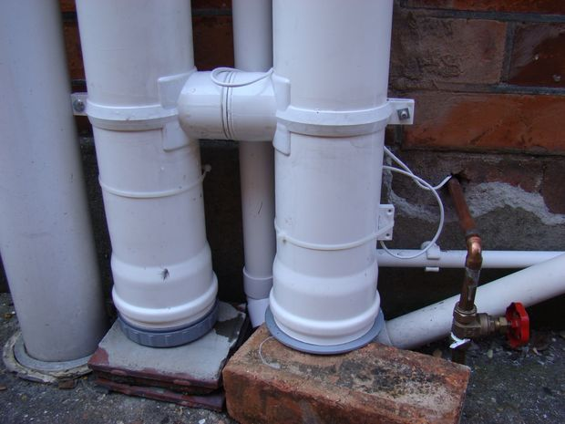 Picture of Assembling the water collection pipes
