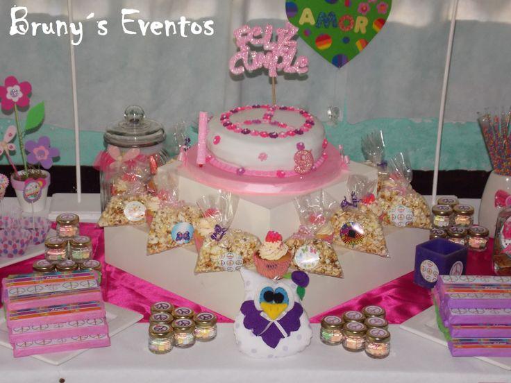 Mesa de amor paz torta cupcakes pochoclos frascos - Adornos con golosinas ...