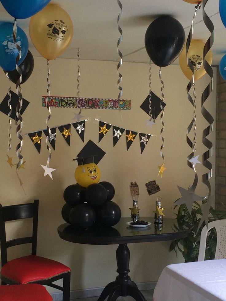Decoraci n con globos colgando y muchas estrellas fiesta for Ideas para decorar la sala