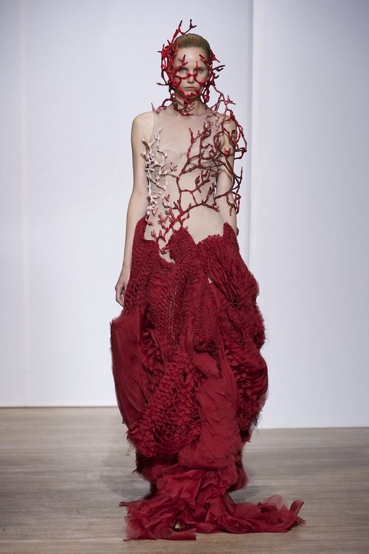 Oceanic fairy-tale with imagination and conviction - Yiqing Yin Haute Couture Autumn Winter 2013/2014