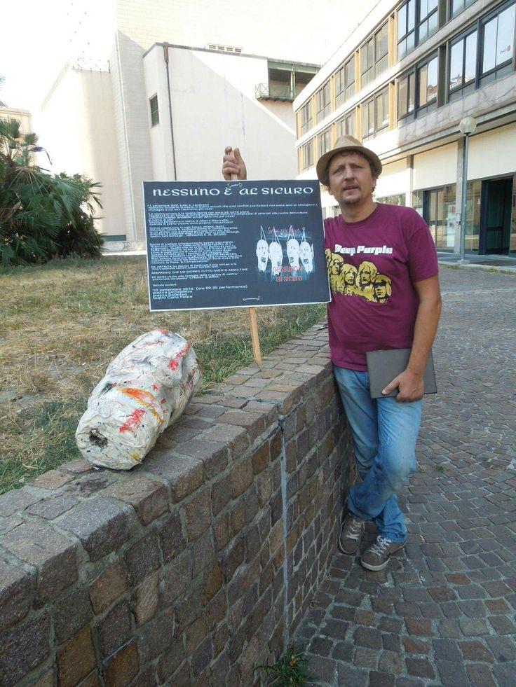 Genova 10 settembre 2016 installazione artistica NESSUNO È AL SICURO