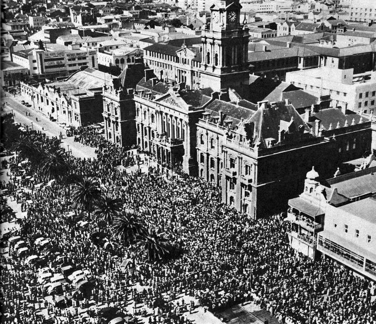 Funeral of Jan Smuts 1950.   Crowds at the funeral of the South African wartime Prime Minister General Jannie Smuts on15 Sept 1950.
