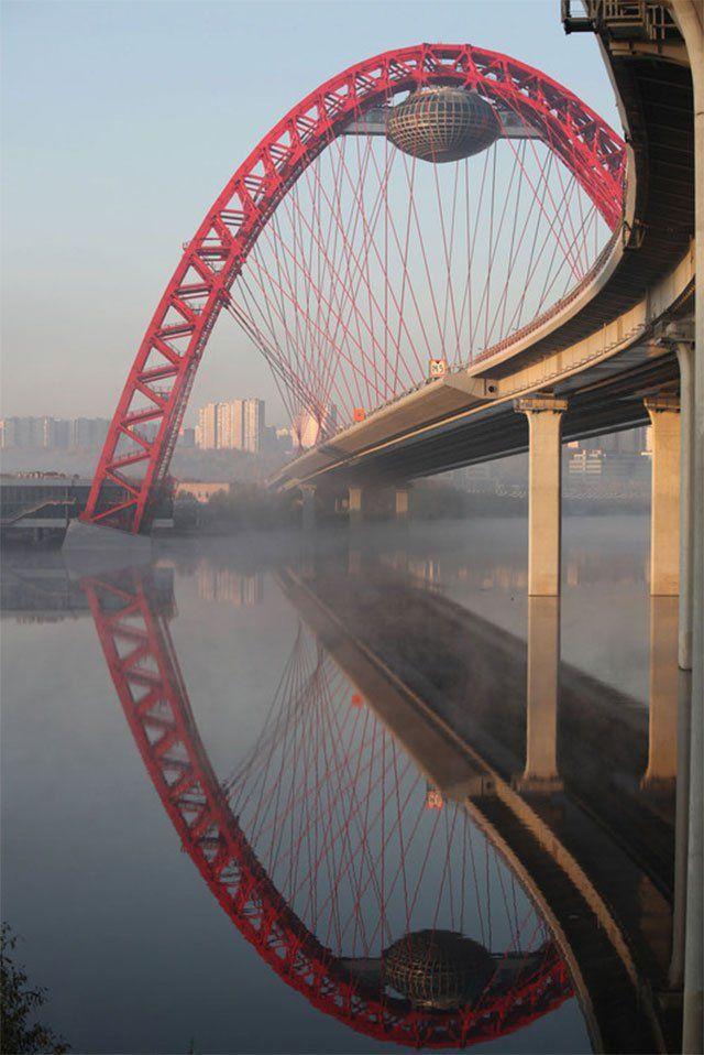 Espectacular puente el Zhivopisny Bridge en Mosc