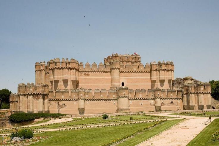 Замок Кока – #Испания #Кастилия_и_Леон (#ES_CL) Замок Кока - великолепный образец фортификационного искусства в стиле мудехар. http://ru.esosedi.org/ES/CL/1000193648/zamok_koka/