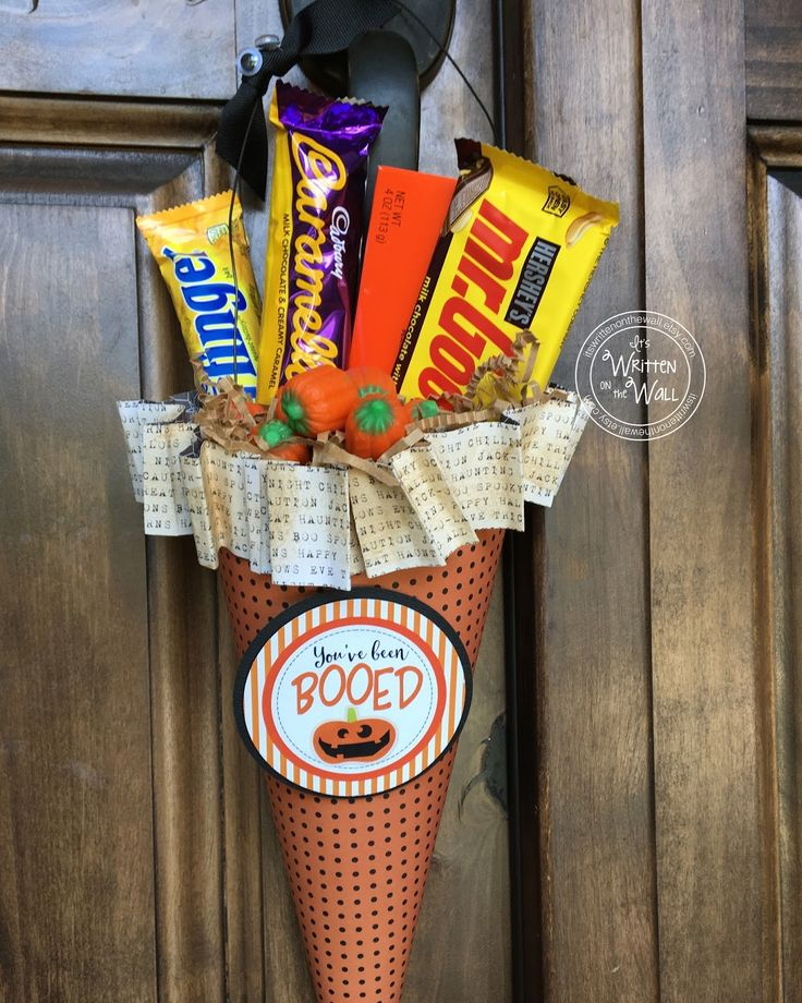 It's Written on the Wall: You've been BOOed Halloween Printable + 8 Treat Tags and Photo Tutorial