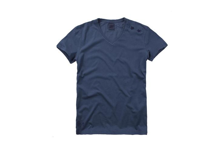 Fred Mello in blu #basiclabel #fredmello #fredmello1982 #newyork #accessories#springsummer2013 #accessible luxury #cool #usa #mancollection#logo#blu#tshirt