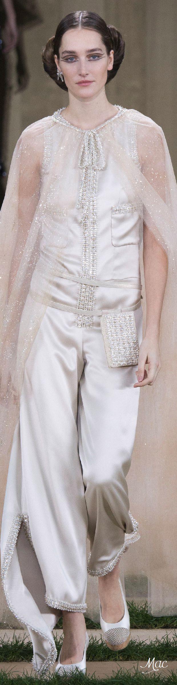 Chanel haute couture printemps-été 2016 | Visitez espritdegabrielle.com #ChanelHauteCouture #ChanelHC16 #SpringSummer2016 #SS16 #espritdegabrielle