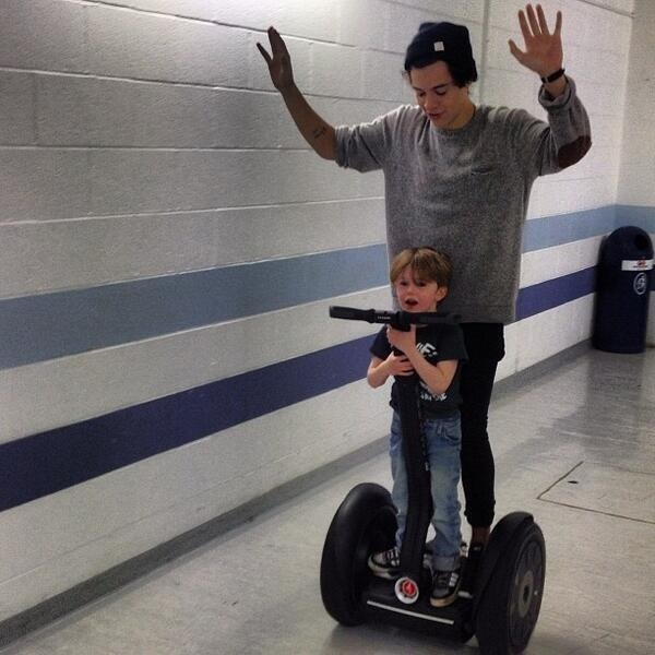 WHAT IF THAT IS HIS SON WITH LOUIS AND THEY CARE COVERING IT UP WITH BEING A FAN LIKE OMG PLZ