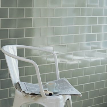Retro Metro Gloucester Road Crackled Glaze * Availability Usually in stock * Size 15x7.5x0.5cm * Tiles per m2 88 * Price per tile Was £0.79 Now £0.67 * Price per m2 £69.70 £59.24
