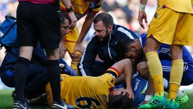 """Crystal Palace captain Scott Dann will be out for at least """"a few weeks"""" after suffering a knee ligament injury in Saturday's 2-1 victory at Chelsea. www.ae6688.com"""
