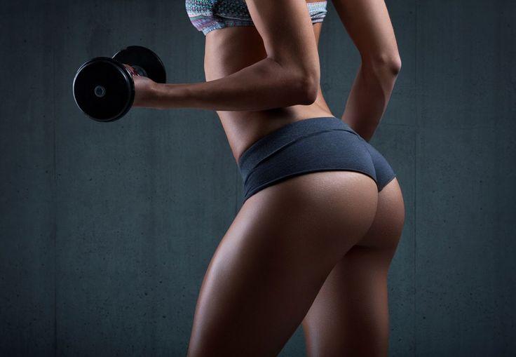 Kvinde med stram numse træner