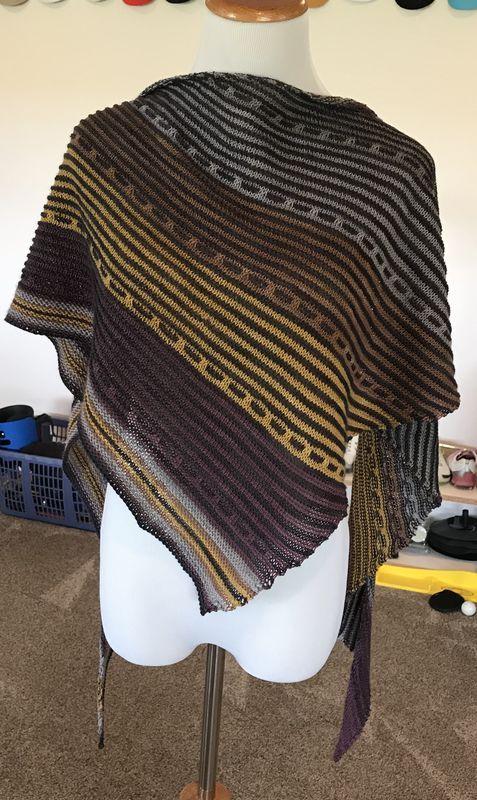 Harmonize shawl