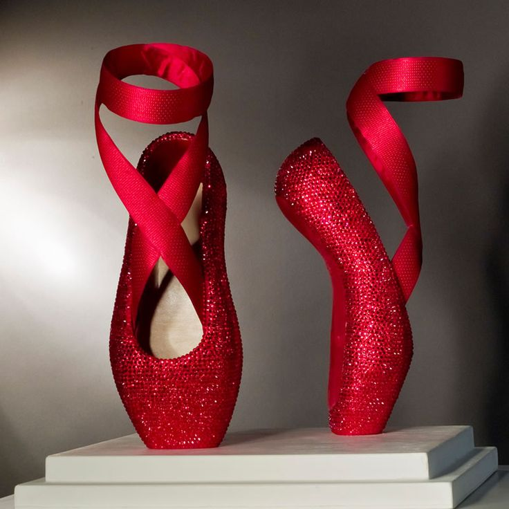 Sparkly Red Ballet Shoe Sculpture by Lindsey de Ovies Image source: http://www.newfocuson.com/uploads/items/fullsize/lindsey-de-ovies-red-shoes.jpg