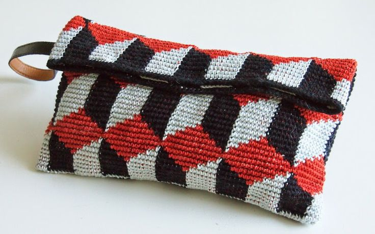 Koukutettu: Kuutio-laukku #crochet #Bag #inspiration #clutch #crochetbag