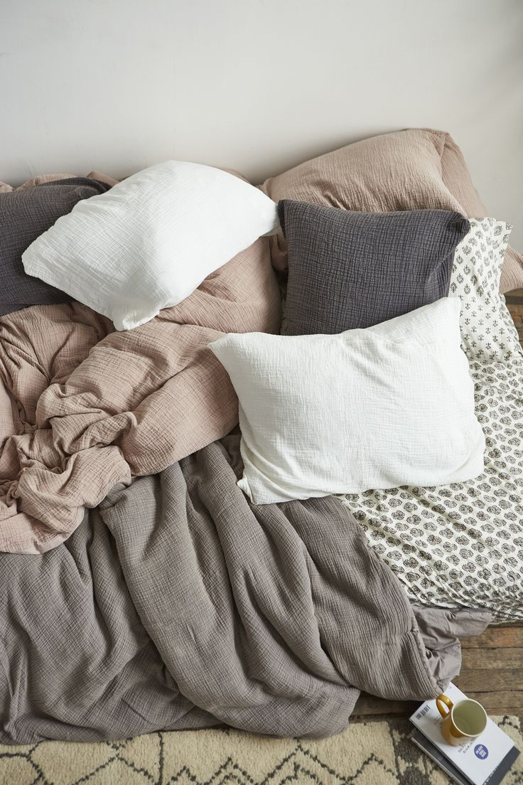 25 best ideas about cozy dorm room on pinterest dorms. Black Bedroom Furniture Sets. Home Design Ideas