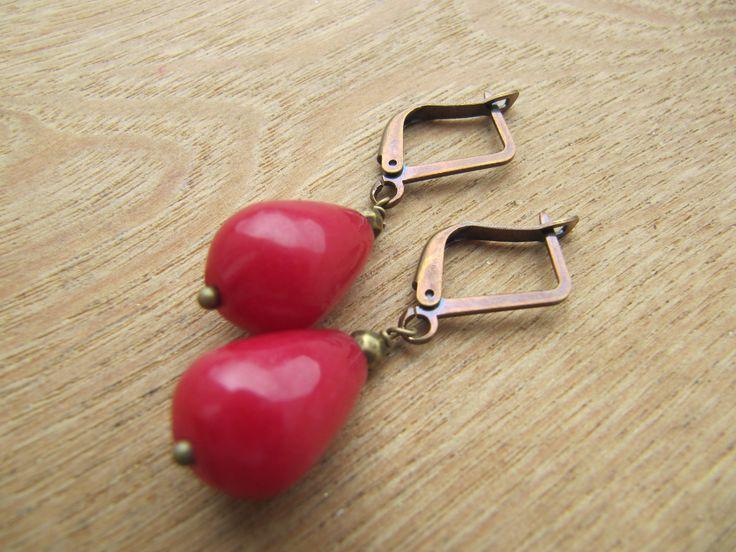 boucles d'oreilles pendantes, perles gouttes semi précieuse, jade teinté : Boucles d'oreille par milky-bibiche