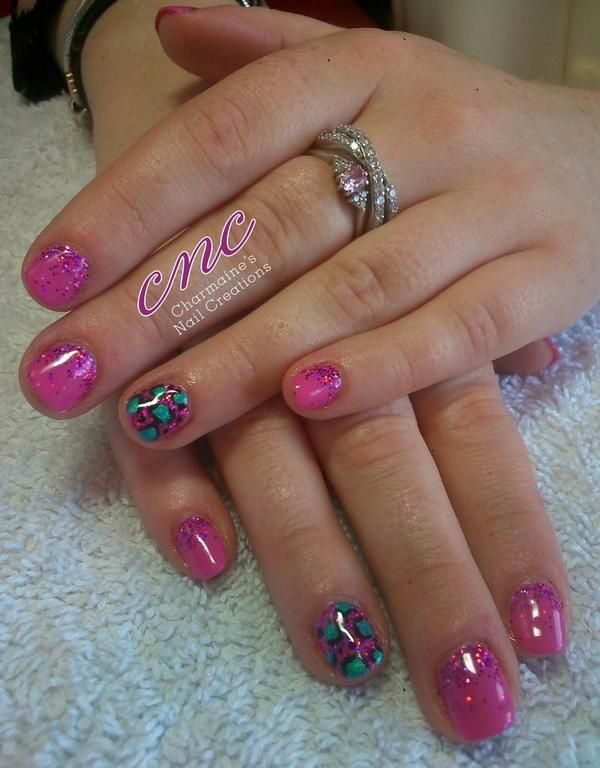 Lovely design by Charmaines nails CNC ‏@charmaineodam with #lecente pink #glitter #lovelecente