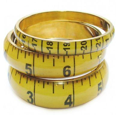 Pon un anillo que tengas sobre el dibujo y averigua tu talla. Los vendedores por lo general nombran las tallas americanas y/o europeas