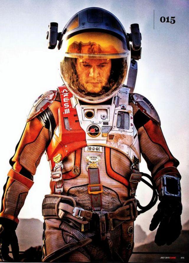 Новые фото: Мэтт Дэймон в фильме «Марсианин». Актер позирует в скафандре в научно-фантастической драме Ридли Скотта о выживании в космосе.