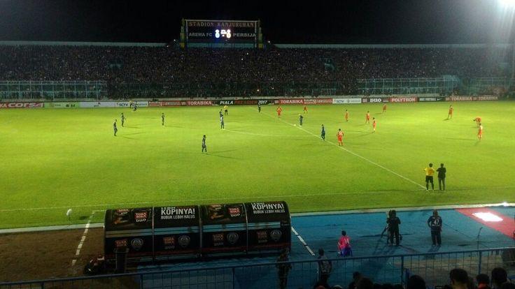 Hasil Grup B Piala Presiden 2017: Arema FC VS Persija Imbang 1-1 https://malangtoday.net/wp-content/uploads/2017/02/IMG-20170211-WA0033.jpg MALANGTODAY.NET – Arema FC harus puas meraih hasil imbang 1-1 saat menghadapi Persija Jakarta diStadion Kanjuruhan, Kabupaten Malang, Sabtu(11/02). Awal babak pertama, kedua tim tampil agresif dengan saling menyerang pertahanan masing-masing. Pada menit ke-12, Persija unggul melalui Ber... https://malangtoday.net/malang-raya/