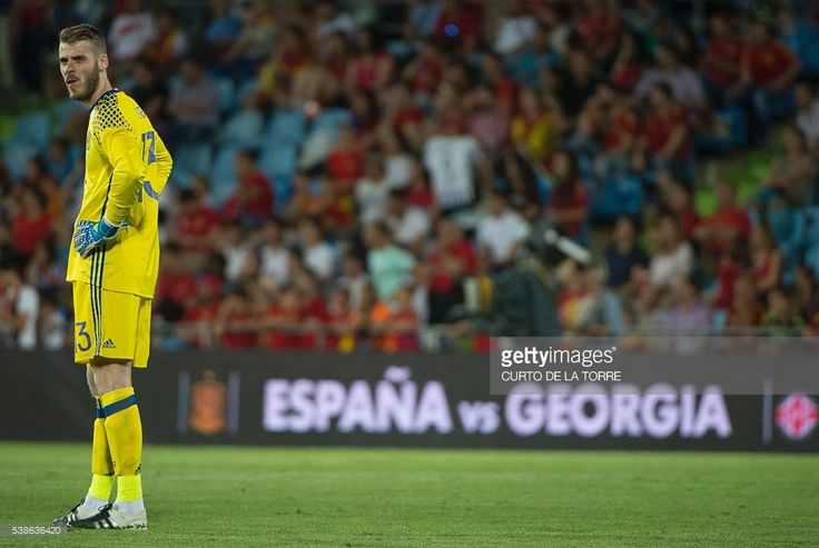 Spain's goalkeeper David de Gea looks on during the EURO 2016 friendly football match Spain vs Georgia at the Coliseum Alfonso Perez stadium in Getafe, on June 7, 2016, in preparation for the upcoming Euro 2016 European football championship. / AFP / CURTO