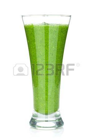 Verde batido vegetal. Aislado en el fondo blanco photo