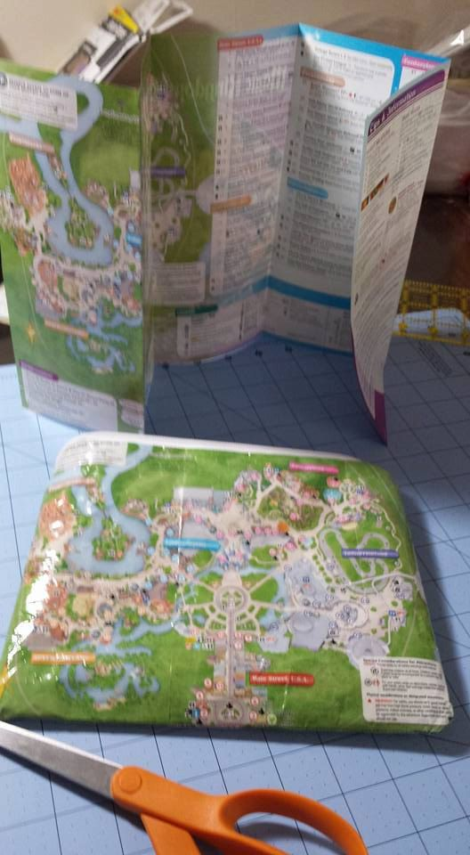 Park map clutch. So want to make one of these! https://www.etsy.com/listing/250275611/got-maps-map-clutch-disney-map-zippered