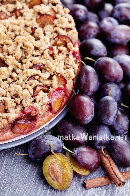 cake with plums :)  http://www.matkawariatka.net/2014/09/drozdzowe-ze-sliwkami-i-korzenna-kruszonka/