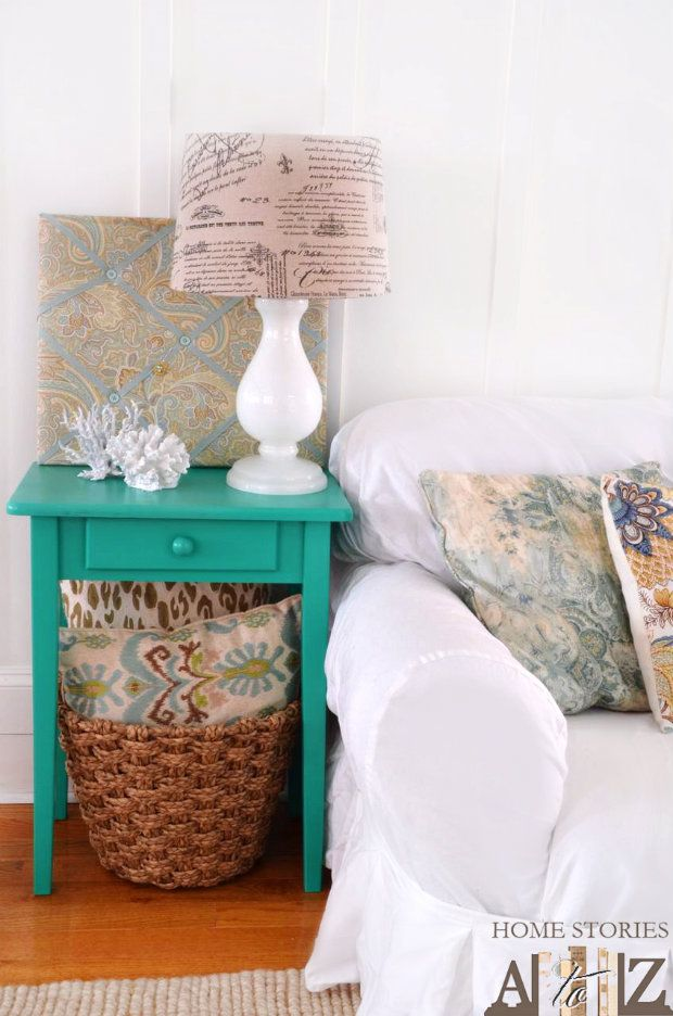 Do you have an old end table that needs sprucing up? I love how @Beth Hunter painted her old table with this beautiful emerald color.