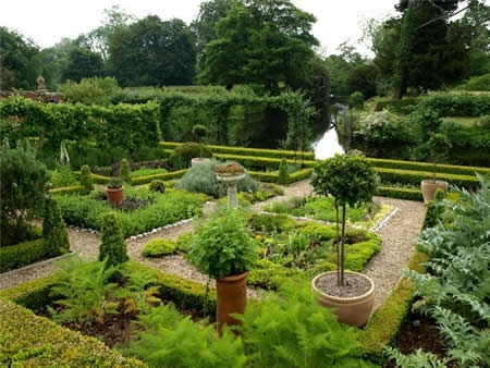 Hindringham Hall is a magnificent tudor manor house surrounded by some wonderful spring gardens with over 30 varieties of Narcissi on display and a delightful stream garden teaming with hellebores and primulas.