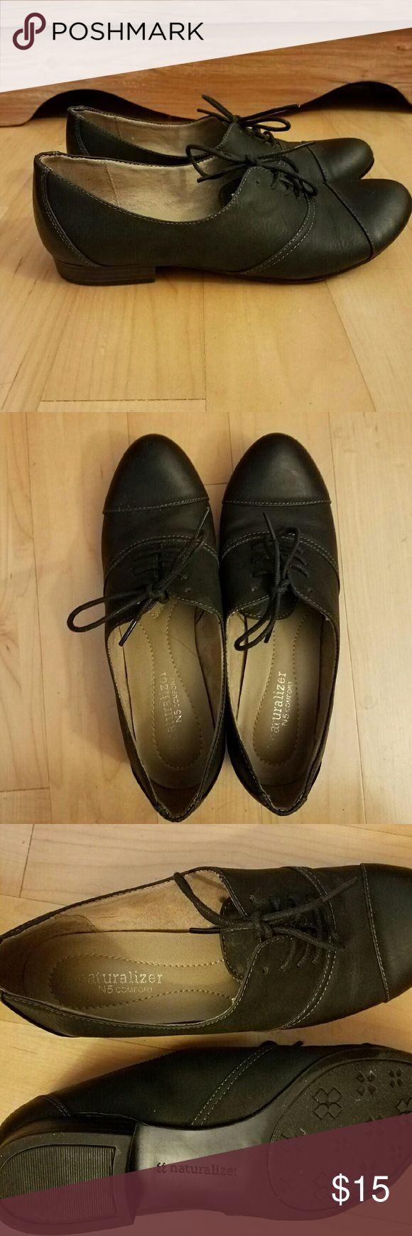Naturalizer feminine almond toe black oxford They have that padded comfort that Naturalizer is know for with a feminine silhouette. Naturalizer Shoes Flats & Loafers