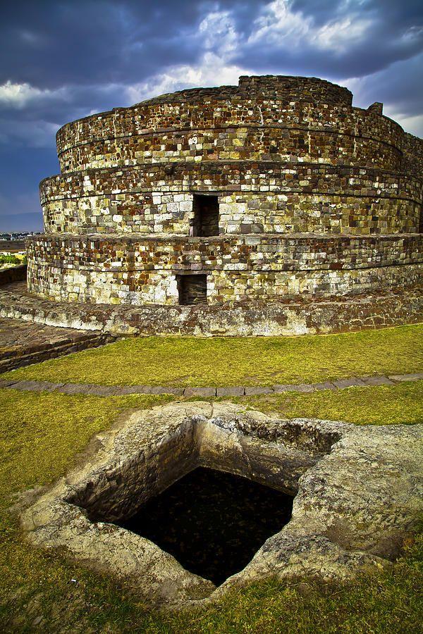 ✮ Northwest of Toluca, Mexico is the uniquely shaped temple of the Aztecs - Calixtlahuaca