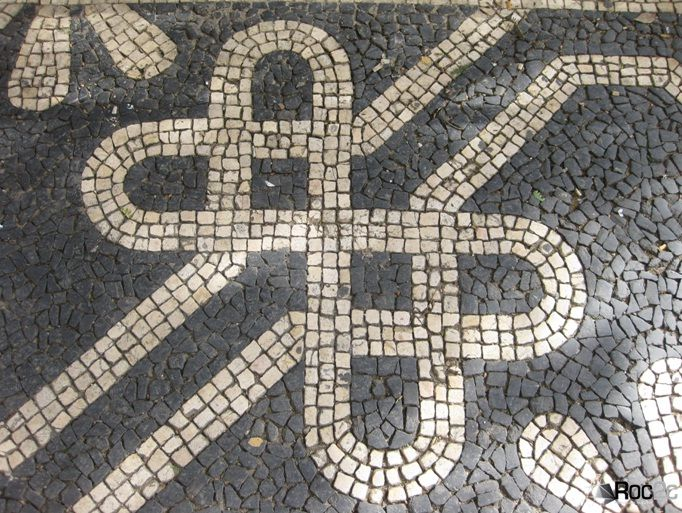 NOT a Celtic knot - the symbol of love in Portuguese!