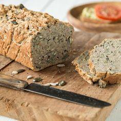 Ein Brot für den schnellen Hunger. In 15 Minuten zusammengerührt und in 45 Minuten gebacken. Dazu glutenfrei und dank Joghurt locker-luftig-leicht.