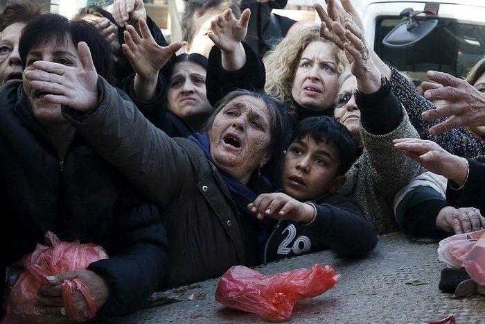 Συγκλονιστικές φωτογραφίες από την Ελλάδα στα χειρότερά της κάνουν τον γύρο του κόσμου μέσα από το ειδησεογραφικό πρακτορείο Reuters. Κατά..